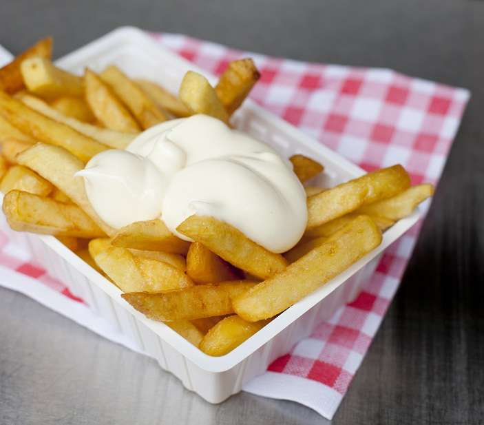 ravier de frites sauce mayonnaise