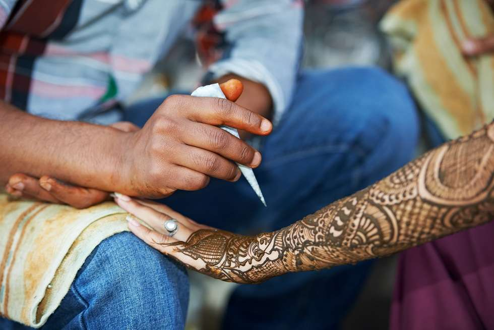 henna hand decoration tatoo