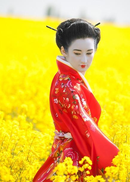 Geisha in the yellow field