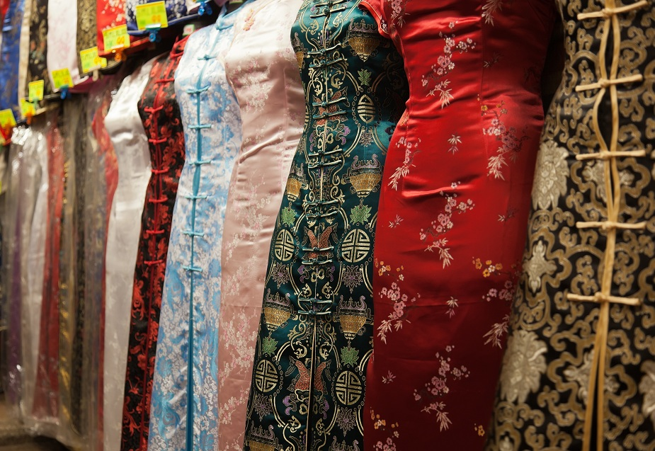 Traditional Chinese Dresses in Hong Kong Market
